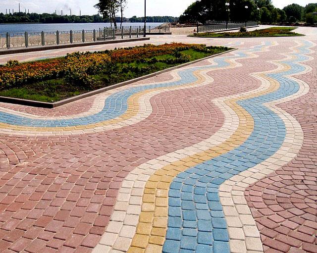 Как продлить срок эксплуатации тротуарной плитки?